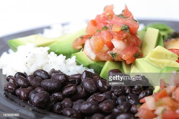 Negro y arroz con salsa de tomate