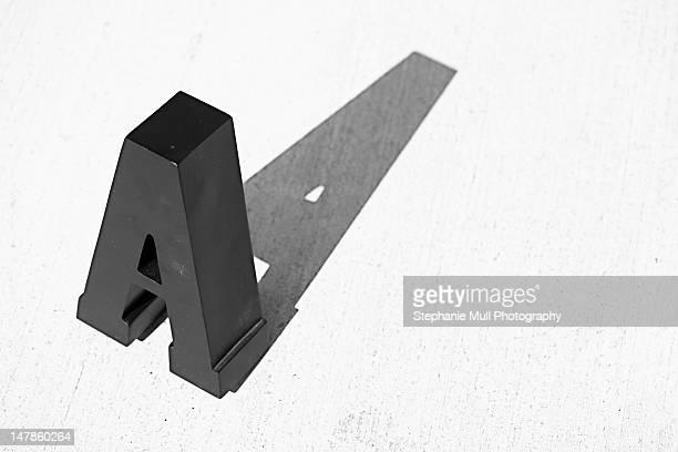 black block letter with shadow - lettre a photos et images de collection