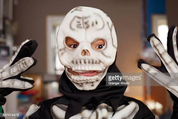 black boy wearing skeleton halloween costume - esqueleto humano fotografías e imágenes de stock