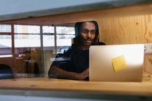 Black businessman having meeting in private booth - gettyimageskorea