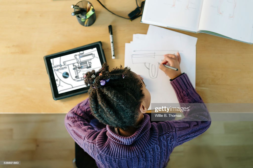 Black Child working on an Invention : Stock-Foto