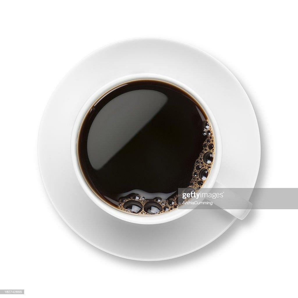 Schwarzer Kaffee mit Blasen in weißen Kaffeetasse mit Untertasse : Stock-Foto