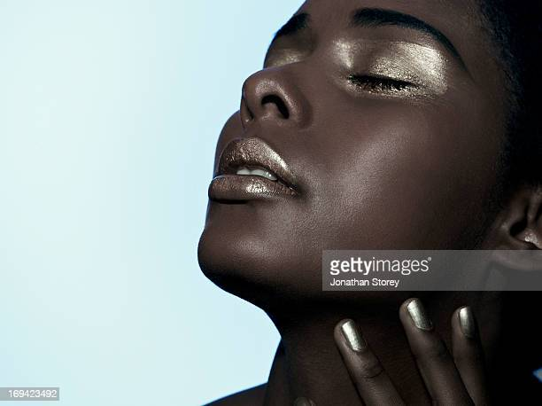 black females face tilted back - editorial stock pictures, royalty-free photos & images