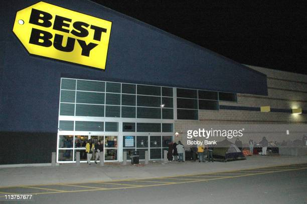 Black Friday early shoppers camping out at Best Buy