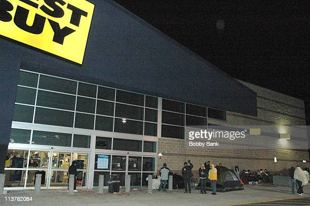 'Black Friday' early shoppers camping out at Best Buy