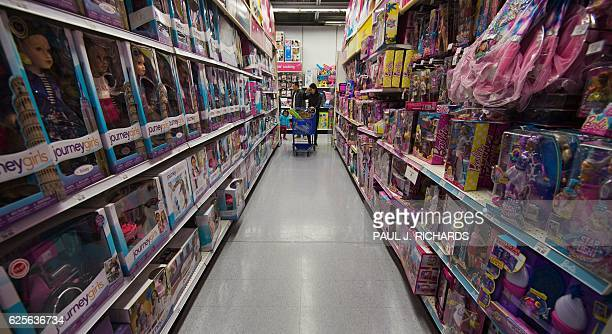Black Friday shoppers are seen shopping in the doll aisle of the ToysRUS in Fairfax Virginia on November 24 2016 / AFP / PAUL J RICHARDS