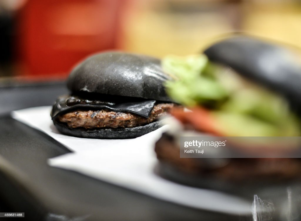 Burger King In Japan Goes Black Photos And Images Getty Images - Black hamburger