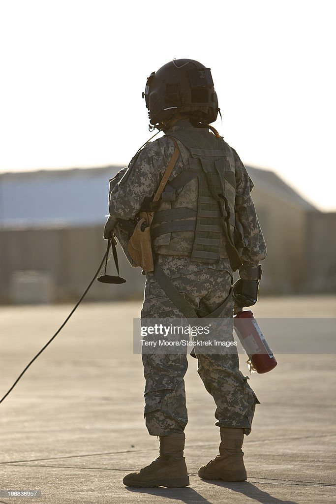 A UH-60 Black Hawk flight crew member stands by with a fire extinguisher, Tikrit, Iraq. : Stock Photo