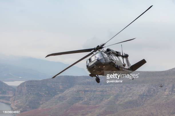 uh-60 black hawk military helicopter flying - helicopter stock pictures, royalty-free photos & images
