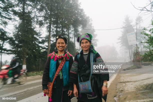 sa pa の黒もん族の女性 - ミャオ族 ストックフォトと画像