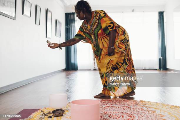 black holistic healer burning sage - gong stock pictures, royalty-free photos & images
