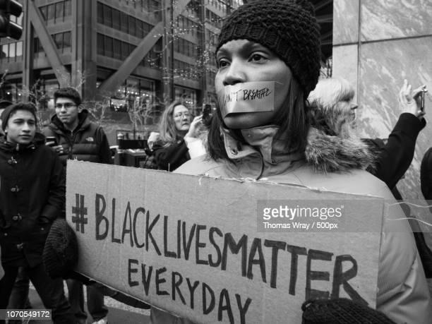 black lives matter protest/ die-in - black lives matter photos et images de collection