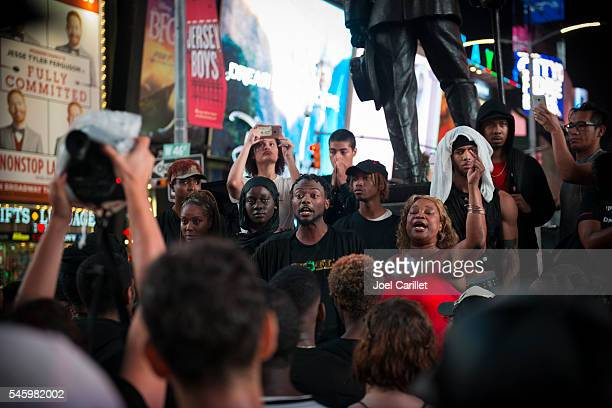 black lives matter protest in times square, new york - campaigner stock pictures, royalty-free photos & images