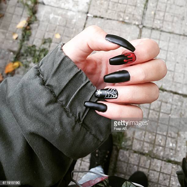 Black nail varnish for halloween