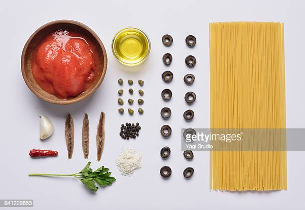 Black olives and anchovy pasta knolling style