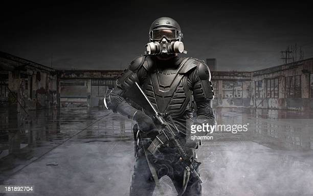 black ops tactical post apocalypse soldier ar-15 - gas mask stock pictures, royalty-free photos & images
