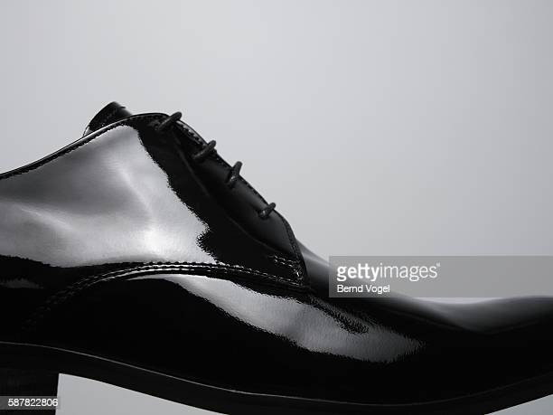 black patent leather shoe - calzature di pelle foto e immagini stock