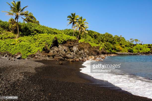 black sand beach, waianapanapa state park, maui, hawaii, united states - punalu'u_beach stock pictures, royalty-free photos & images