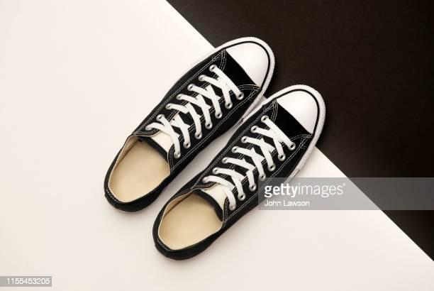 black sneakers - sapato preto - fotografias e filmes do acervo
