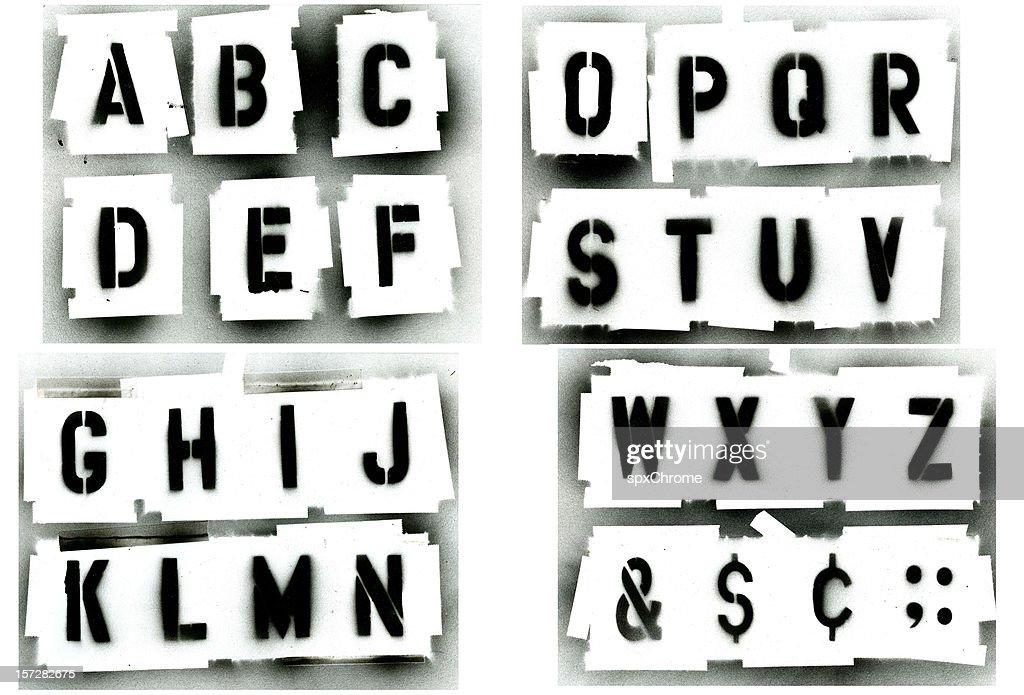 spray de pintado preto estêncil conjunto de alfabeto : Foto de stock
