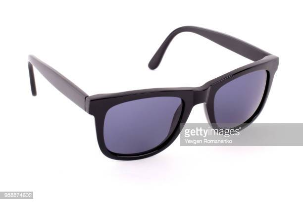 black sunglasses isolated on a white background - óculos escuros acessório ocular - fotografias e filmes do acervo