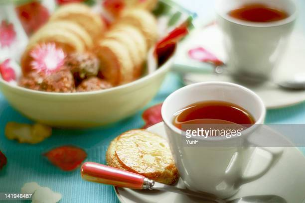 black tea with biscuits on table - black tea stock pictures, royalty-free photos & images