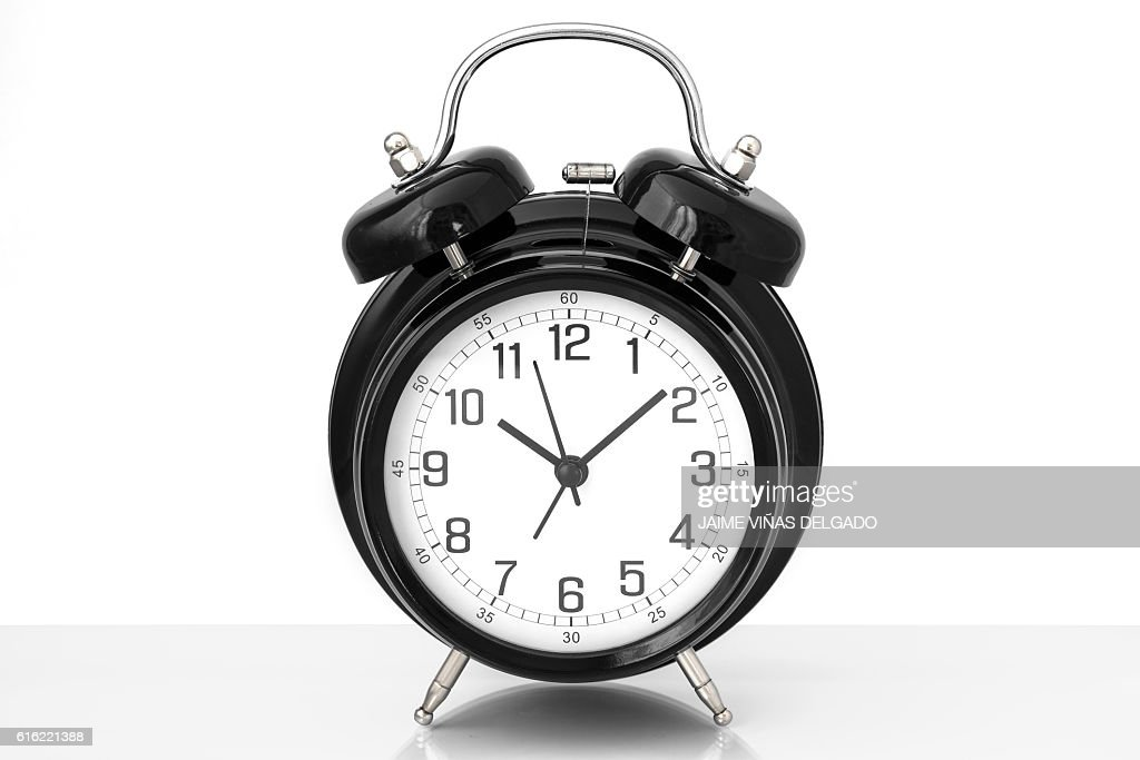 Black vintage alarm clock with white background : Bildbanksbilder