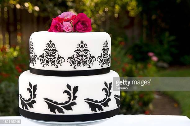 Black & White decorated wedding cake
