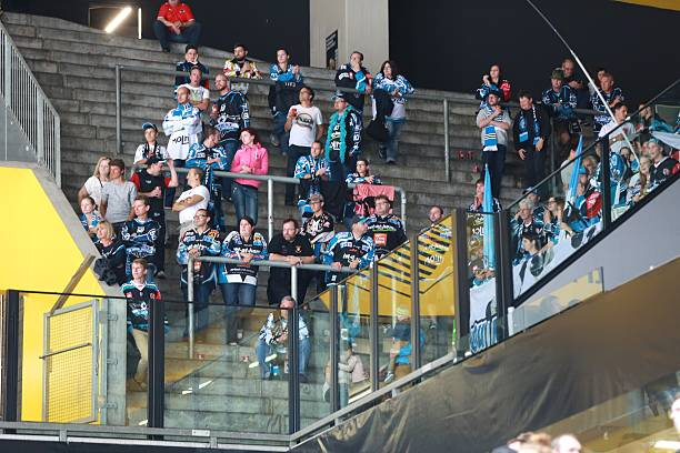 CHE: SC Bern v Black Wings Linz - Champions Hockey League