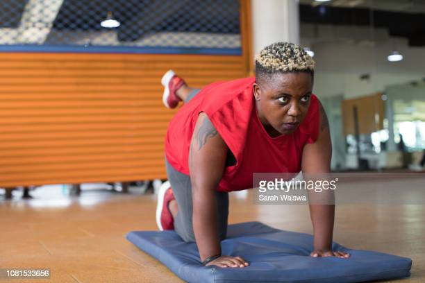 black woman doing a yoga pose at the gym - sarah hardy stock pictures, royalty-free photos & images