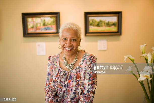 black woman in gallery - painting art product stock pictures, royalty-free photos & images