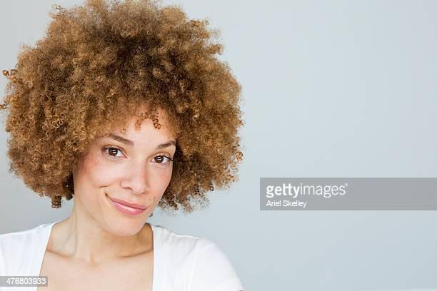 black woman smiling - suspeita - fotografias e filmes do acervo