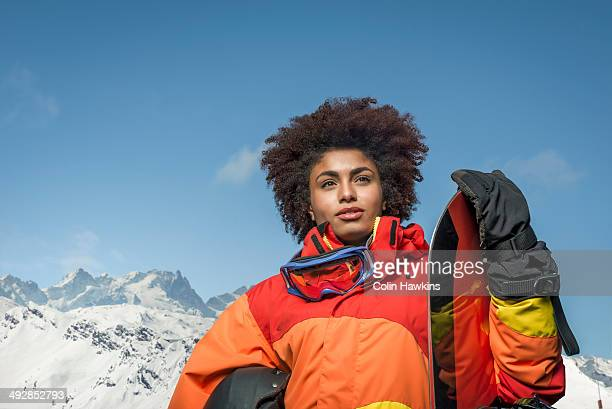 black woman with snowboard - colin hawkins stock pictures, royalty-free photos & images