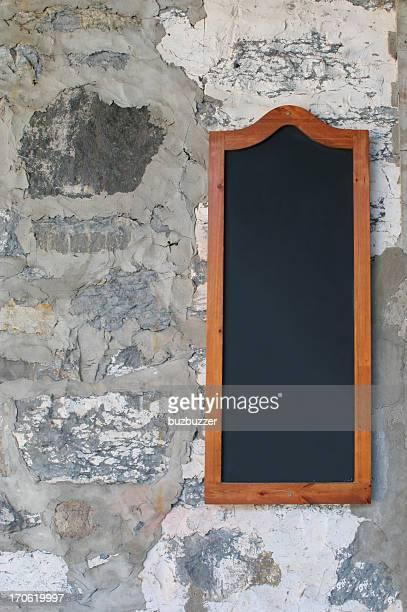 黒板メニューには、石の壁 - buzbuzzer ストックフォトと画像