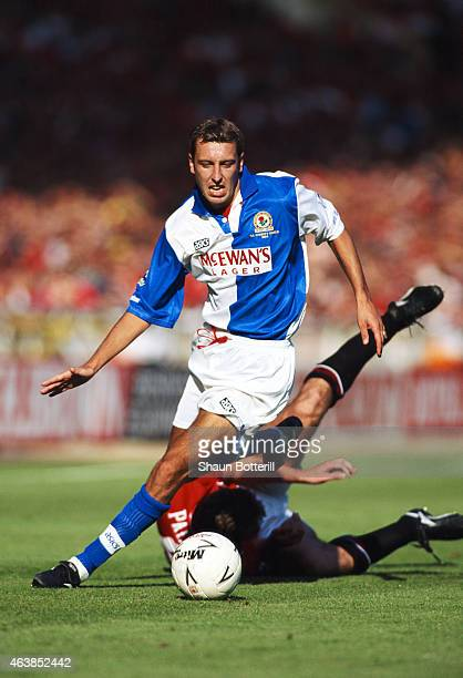 Blackburn Rovers winger Jason Wilcox skips the challenge of Manchester United defender Gary Pallister during the 1994 FA Charity Shield at Wembley on...