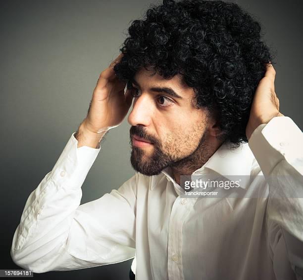 黒色ヘッド少年感動的な毛の前に、鏡