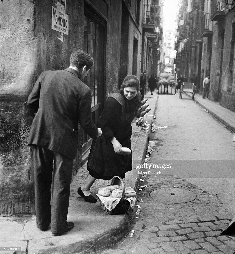 Buying Bread on the Black Market in a Barcelona Backstreet : News Photo