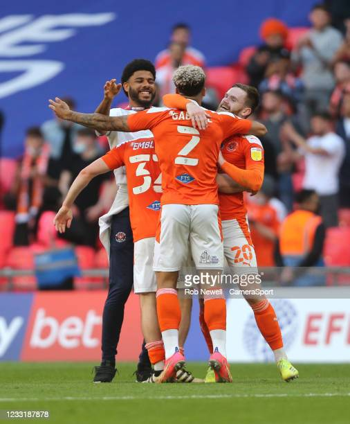 Blackpool celebrate at the final whistle during the Sky Bet League One Play-off Final match between Blackpool and Lincoln City at Wembley Stadium on...