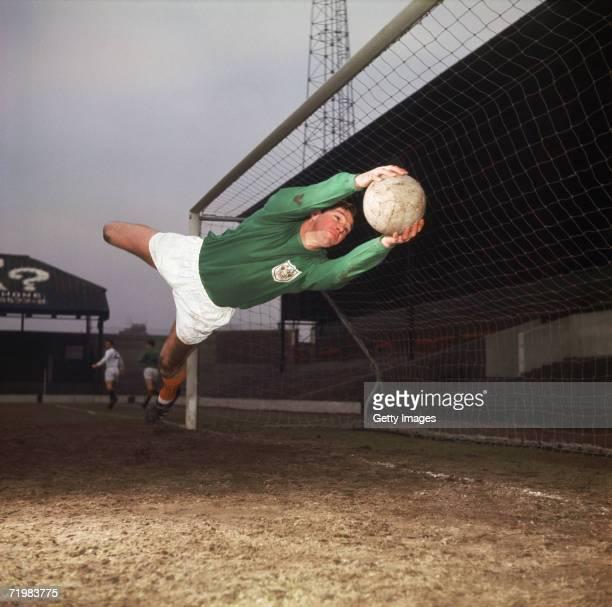 Blackpool FC goalkeeper Tony Waiters in action circa 1960