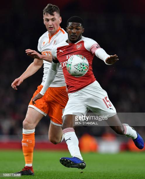 Blackpool's Irish midfielder Paudie O'Connor vies with Arsenal's English midfielder Ainsley MaitlandNiles during the English League Cup football...