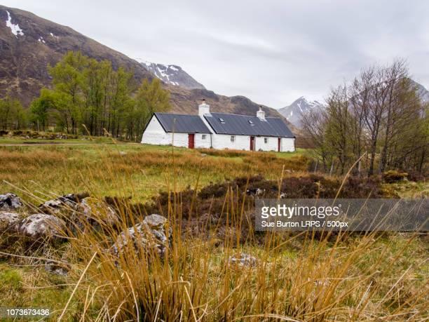 blackrock cottage, glen coe, fort william, scotland, uk - blackrock stock pictures, royalty-free photos & images