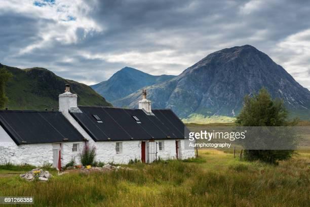blackrock cottage, glencoe, scotland. - blackrock stock pictures, royalty-free photos & images