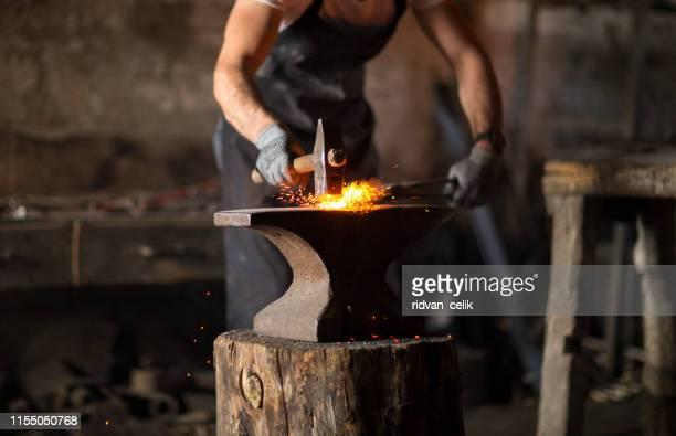 smed smide manuellt smält metall - don smith bildbanksfoton och bilder