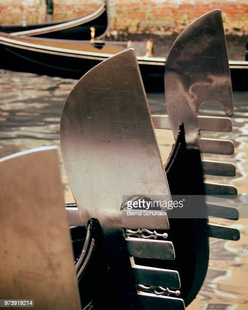 blades of gondolas in venice - bernd schunack stock photos and pictures