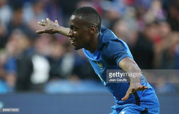 Blaise Matuidi of France celebrates his goal during the international friendly match between France and Cameroon at Stade de La Beaujoire on May 30...