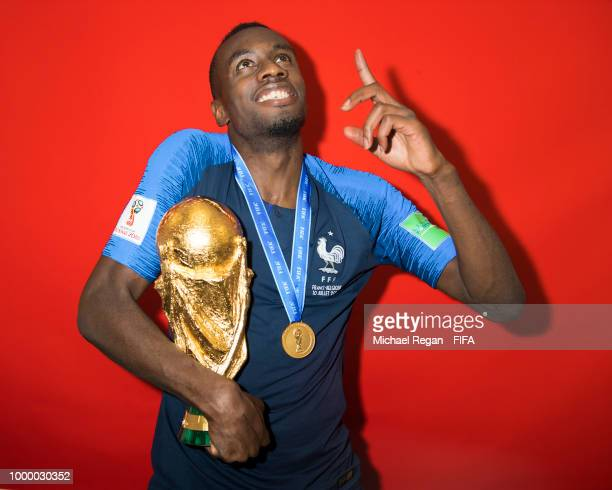 Kommander watch | Juventus Edition  - Page 3 Blaise-matuidi-of-france-poses-with-the-champions-world-cup-trophy-picture-id1000030352?s=612x612
