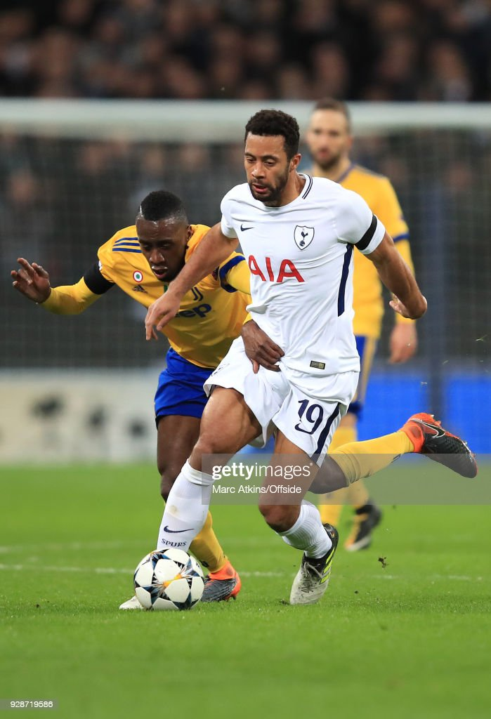 Blaise Matuidi of Juventus and Mousa Dembele of Tottenham battle for the ball during the UEFA Champions League Round of 16 Second Leg match between Tottenham Hotspur and Juventus at Wembley Stadium on March 7, 2018 in London, United Kingdom.