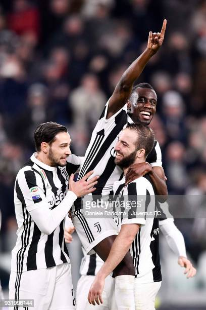 Blaise Matuidi of Juventus celebrates his goal of 20 with teammates Gonzalo Higuain and Mattia De Sciglio during the serie A match between Juventus...