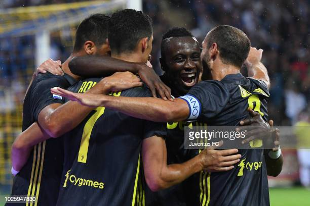 Blaise Matuidi of Juventus celebrates with teammates after scoring his team's second goal during the serie A match between Parma Calcio and Juventus...