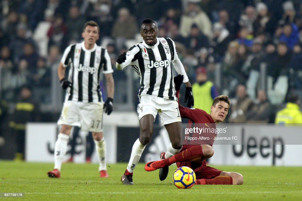 Blaise Matuidi of Juventus competes for the ball during the serie A match between Juventus and AS Roma at Allianz Stadium on December 23, 2017 in Turin, Italy.